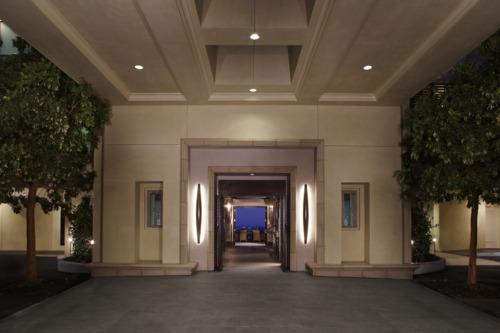 Malibu Beach Inn Entrance