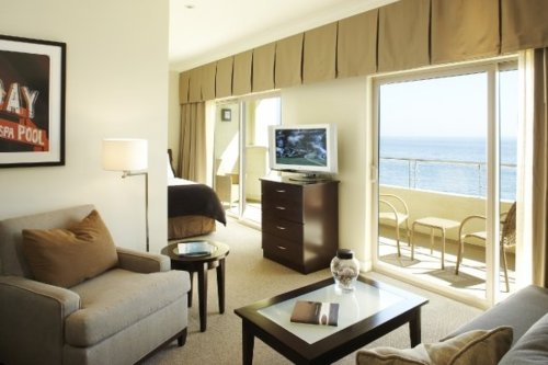 Malibu-Beach-Inn-Room