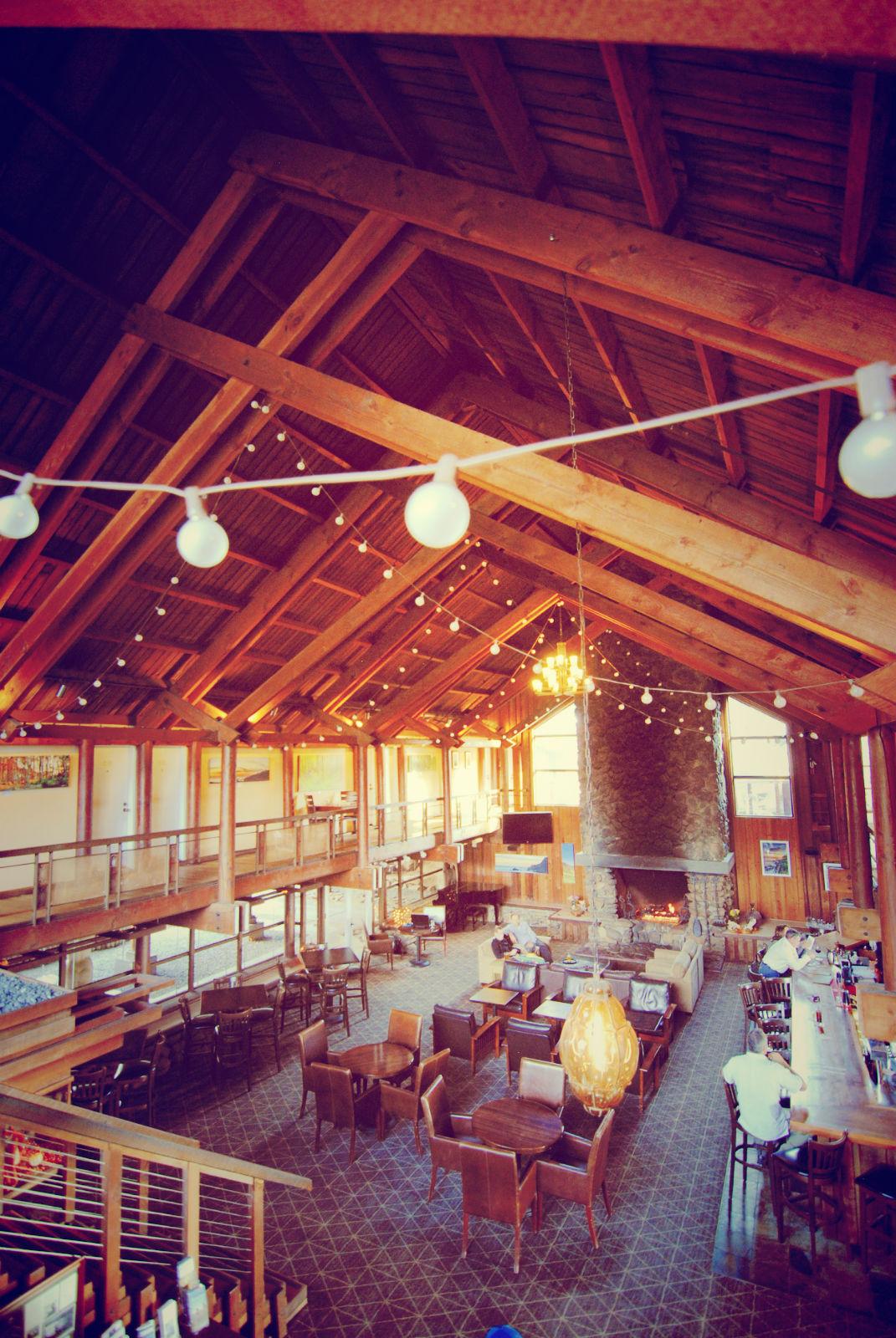 Lobby/Bar Timber Cove Inn