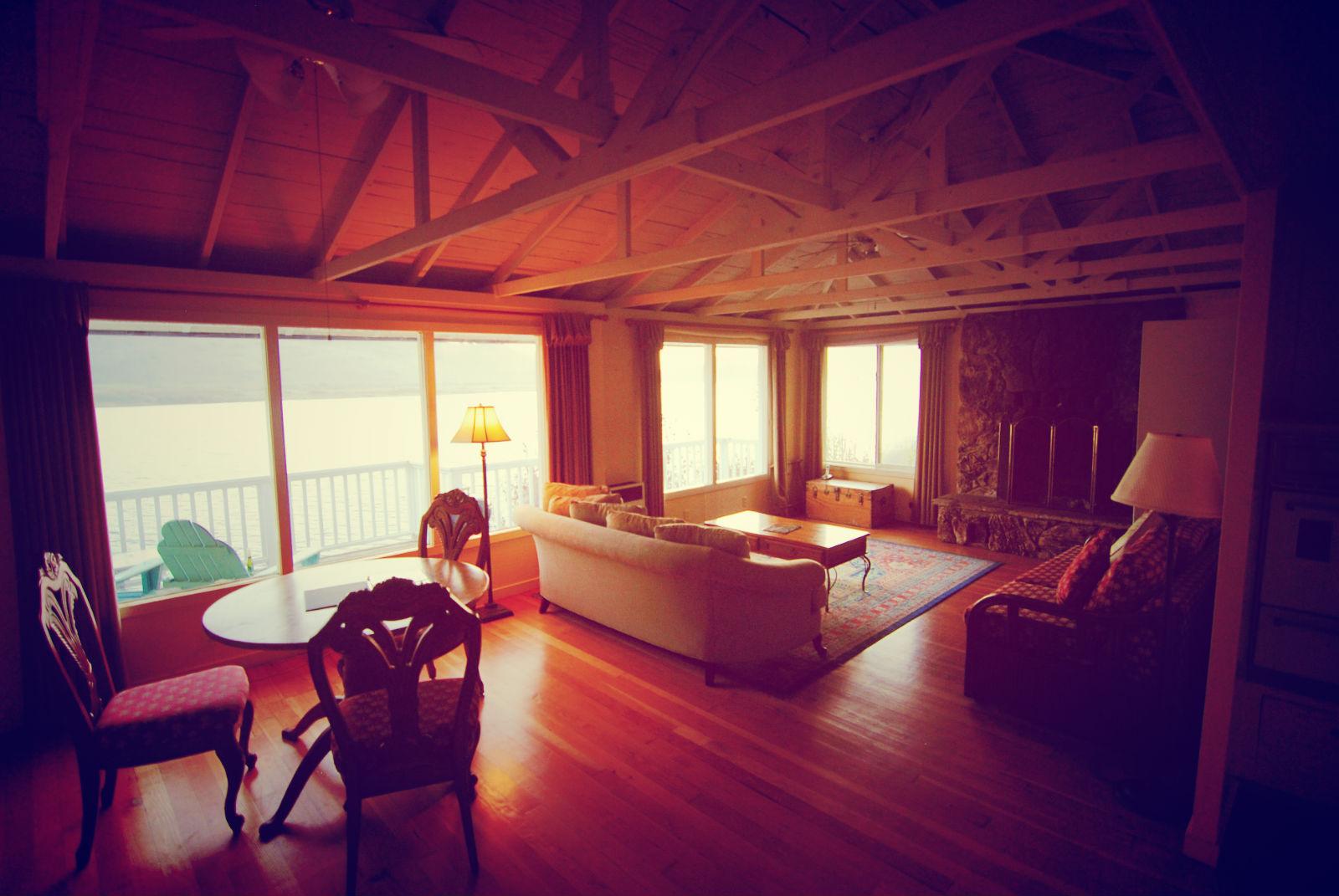 Living room, Rosewood Suite, Jenner Inn
