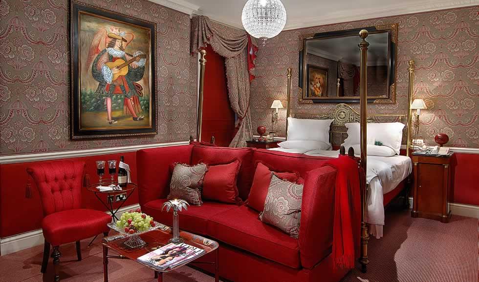 Victoria and Albert Suite, Bedroom