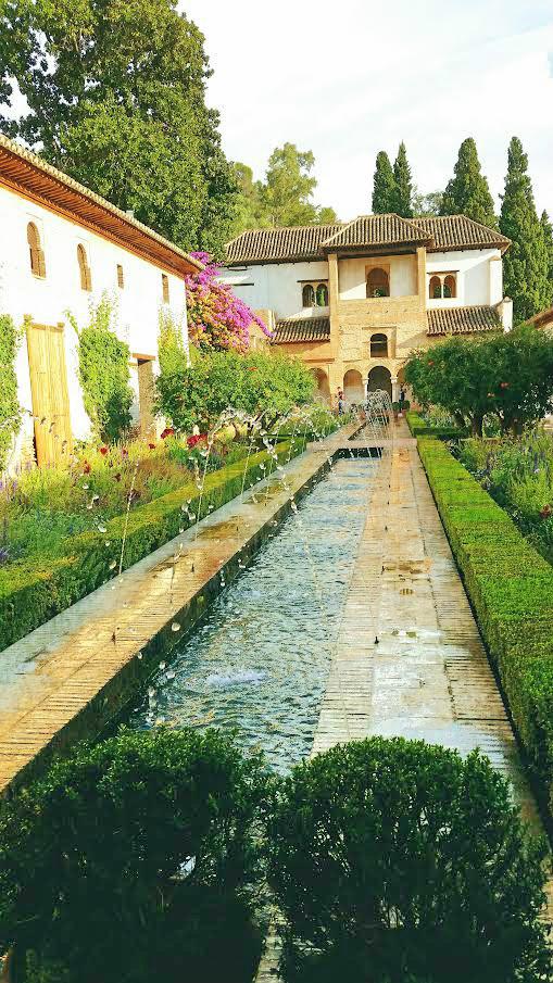 Fountain at La Alhambra