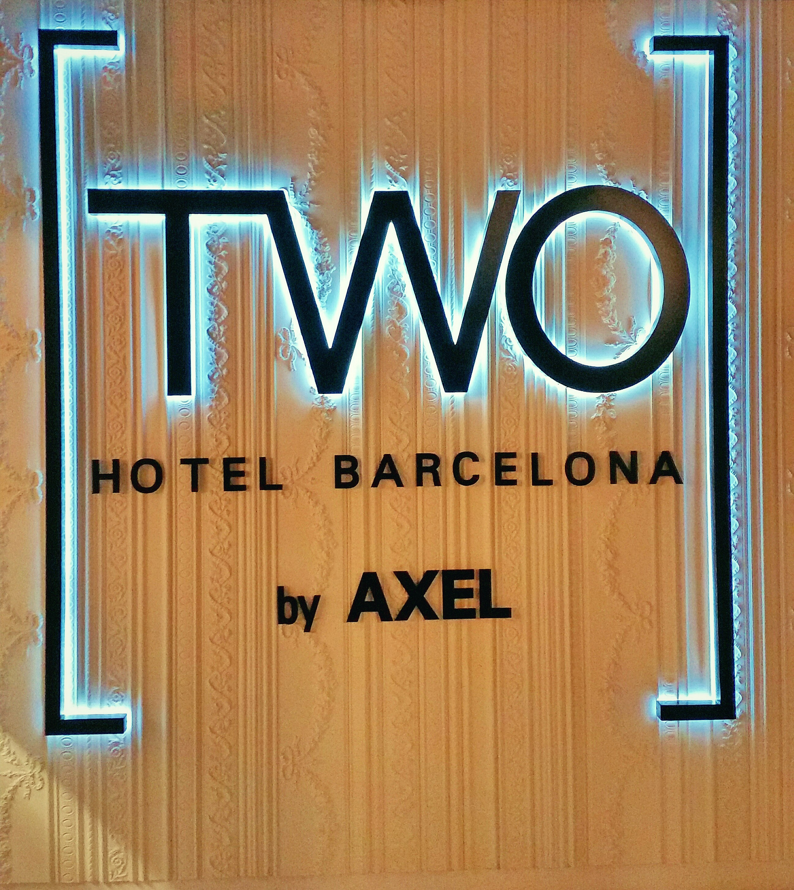 Two by Axel-Entrance