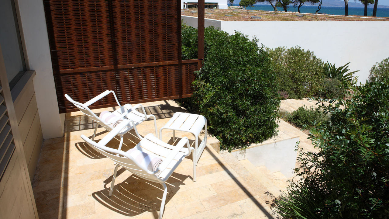 Terrace of Hostal Spa Empuries  Spa Suite