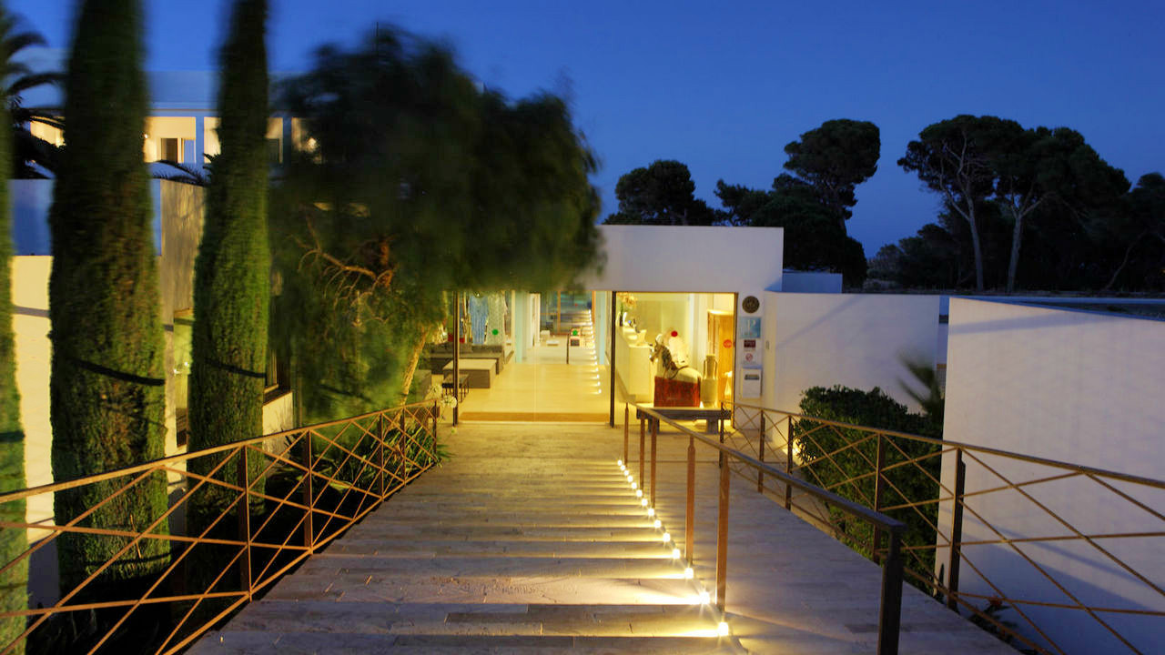 hostal-spa-empuries-entrance