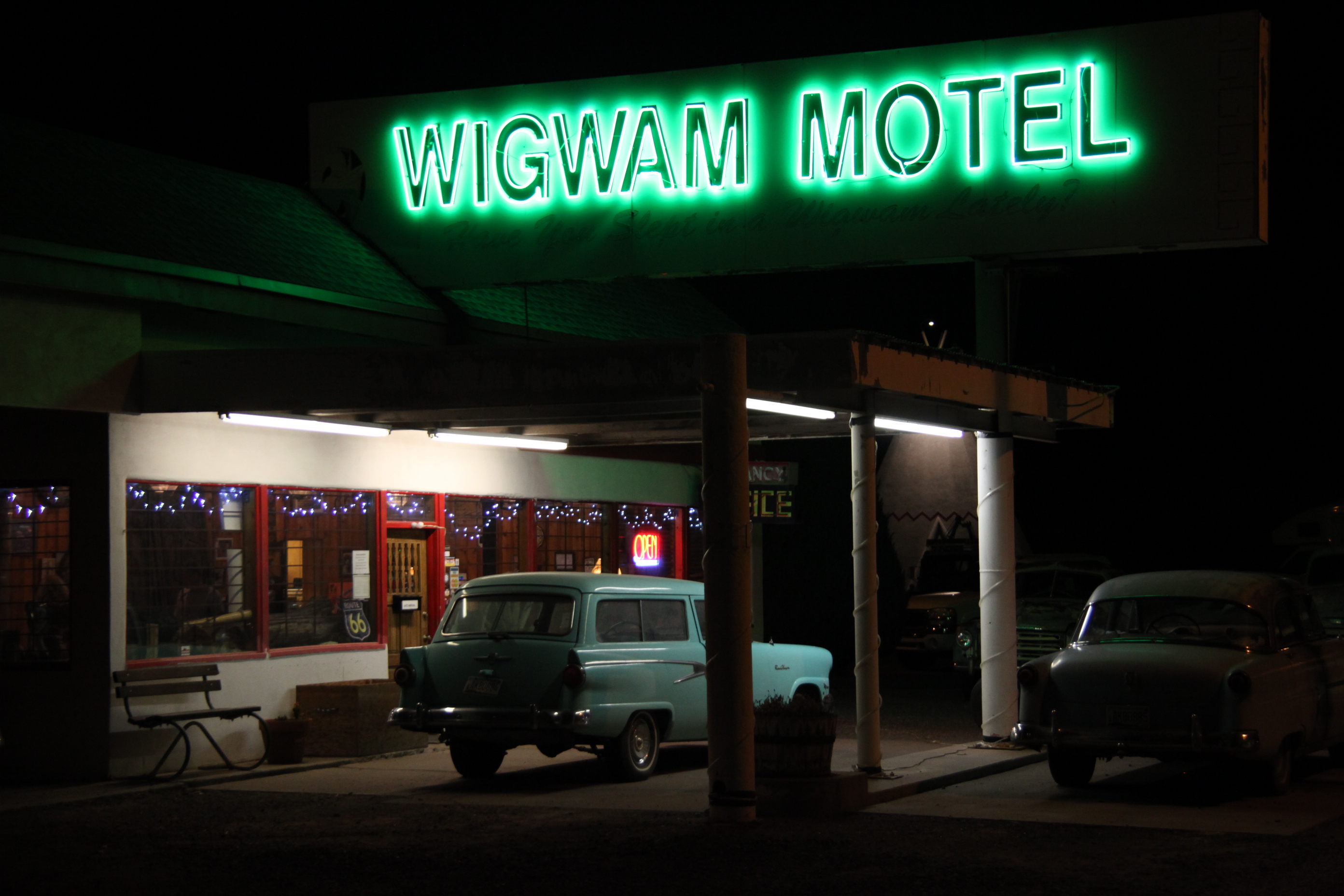 WigWam-Motel-Night