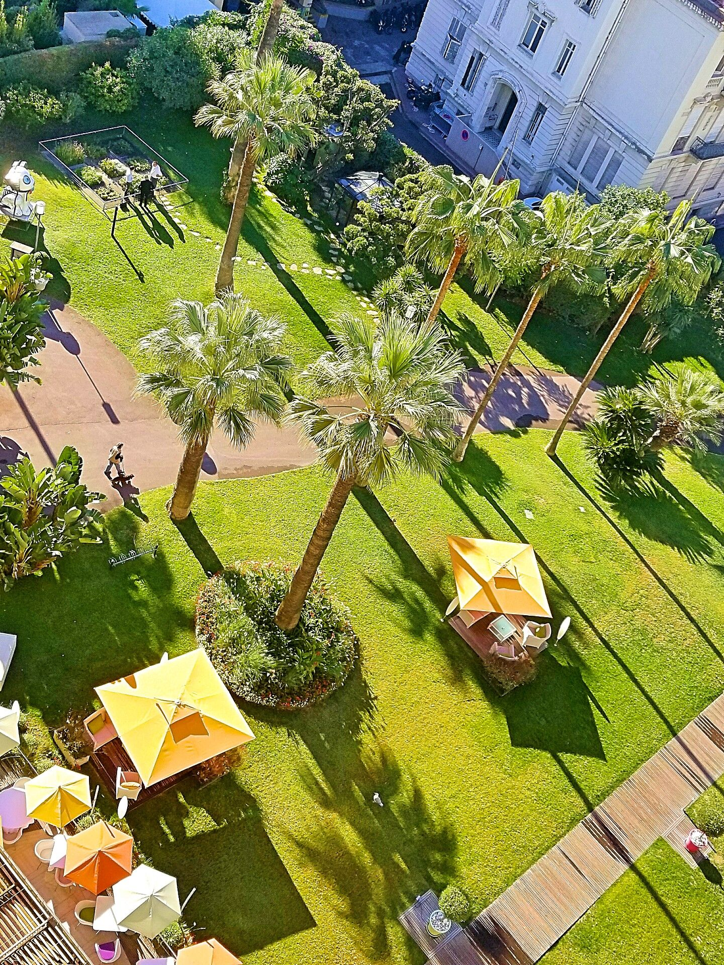 Gardens-Le-Grand-Hotel-Cannes