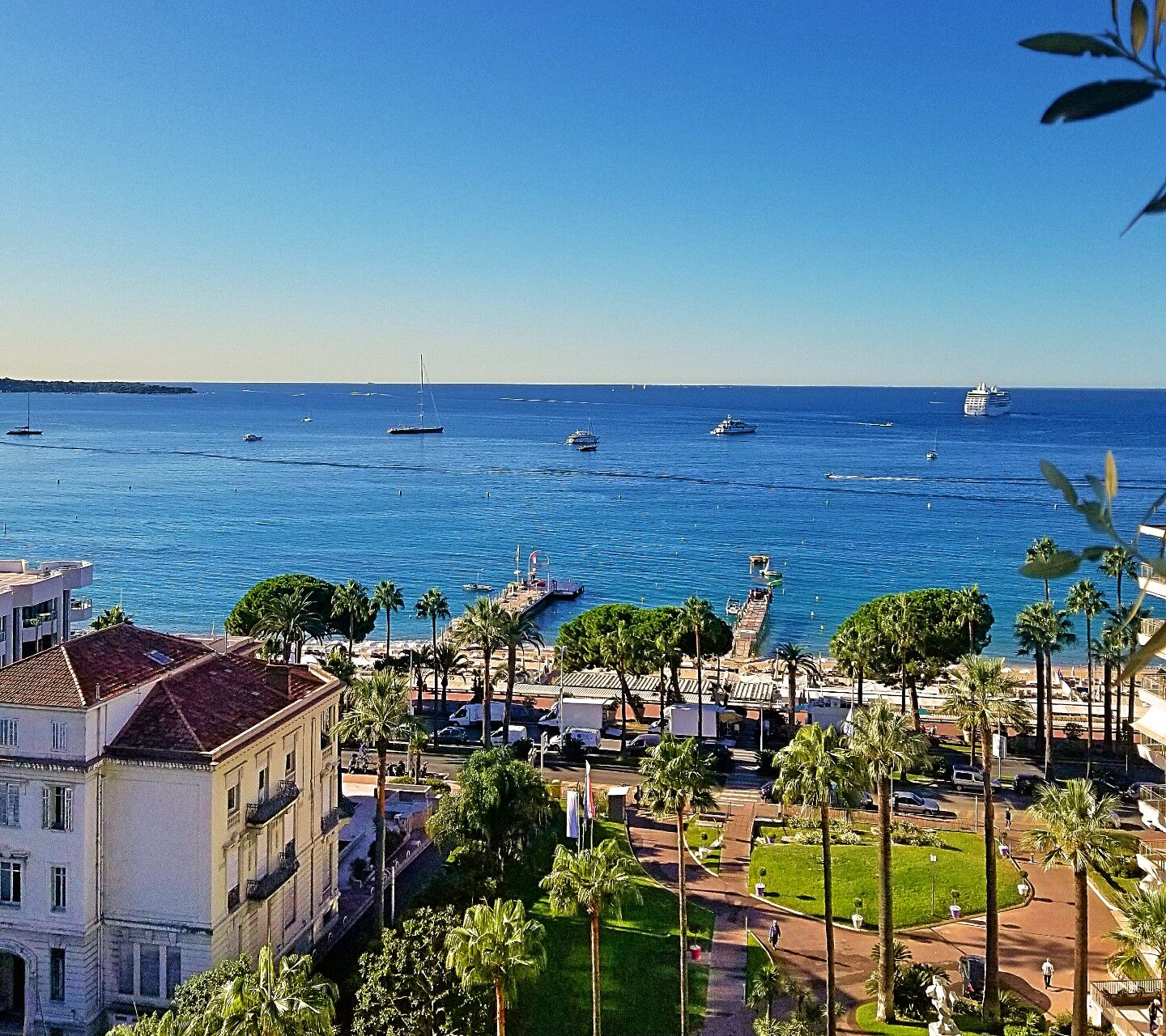 View-Le-Grand-Hotel-Cannes